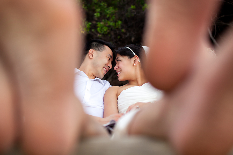 Nose to nose :: Hawaii Wedding Photography