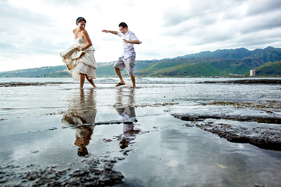 Playing on the shore :: Hawaii Wedding Photography