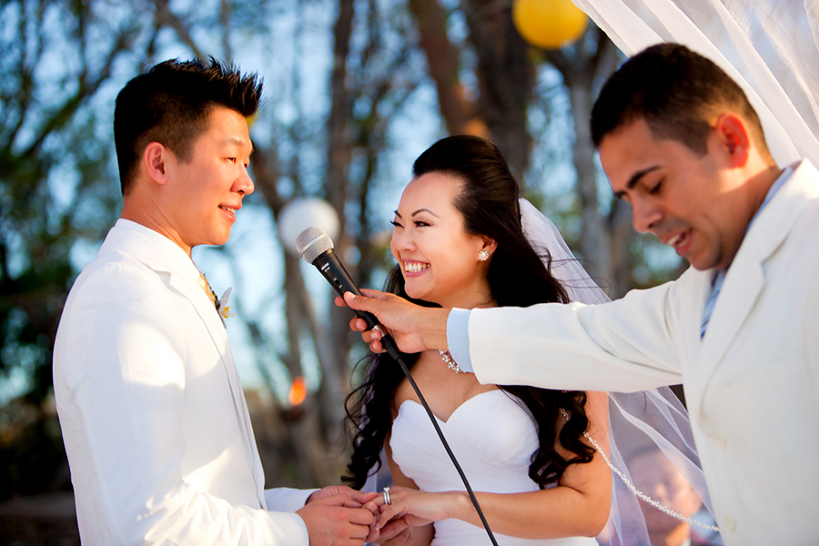 Saying vows :: Destination Wedding Photography
