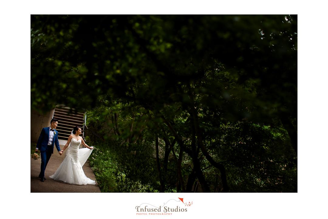 Outdoor Edmonton Wedding Photographers :: Helen + Philip's bridal portraits